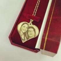 תליון תמונה בחיתוכי לייזר ושרשרת מסולסלת - זהב 14 קראט בעיצוב לב