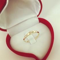 דגם 3121 - טבעת זהב צהוב/לבן 14 קראט מעוצבת עם שם אחד