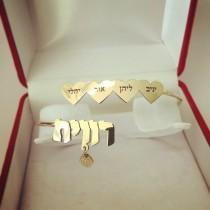 צמיד משפחה זהב עם לבבות, שמות וחמסה בזהב אמיתי 14 קראט